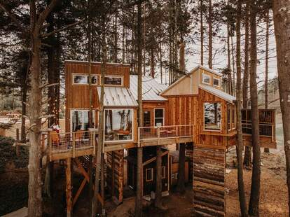 Treehouse-Eagles Perch over the water