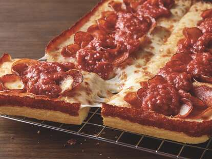 Pizza hut Detroit style taste test