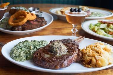 Izzy's Steaks
