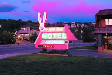 Rabbit Ears Motel sign