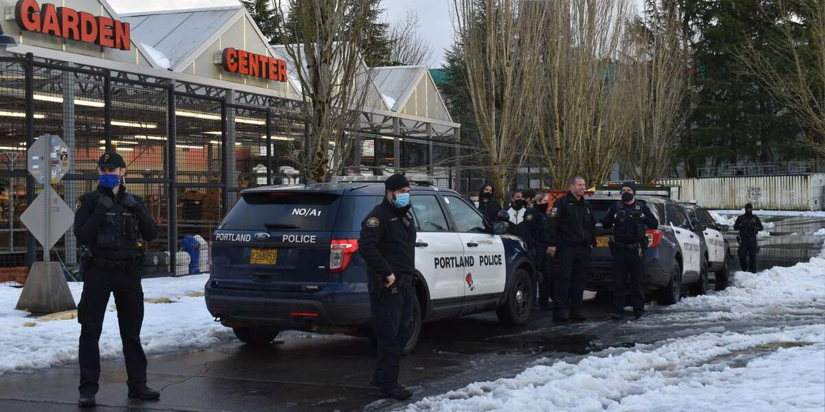Portland Police Block People From Taking Discarded Food From Grocery Store Dumpster After Winter Storm - NowThis