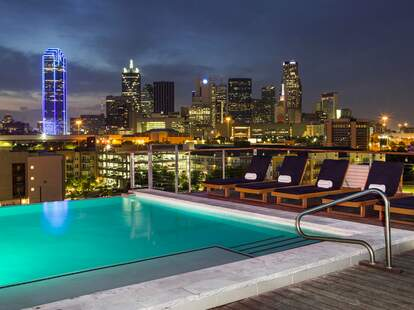 Canvas Hotel Rooftop Bar pool