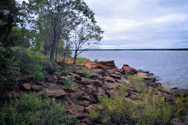 Woodbine geologic formation on the shore of Lake Lewisville Texas