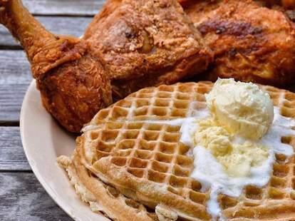 Johnnys Chicken & Waffles