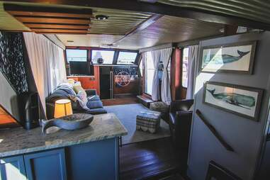 Spacious 51' Yacht Downtown