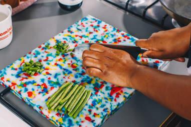 kia damon chopping green beans