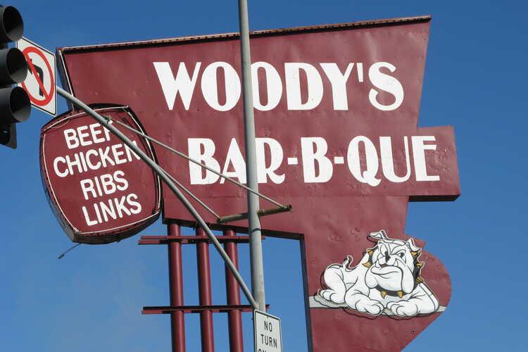 Woody's Bar-B-Que