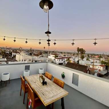 Long Beach House With Roof Deck