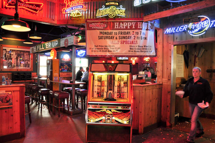 Roadhouse Bar & Grill