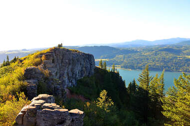 Angels Rest, a beautiful hike in Oregon's Columbia River Gorge