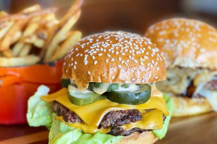 Gee Burger