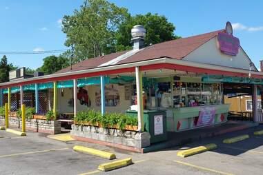 Bobbie's Dairy Dip exterior