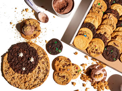 insomnia cookies national chocolate chip cookie day deal 2021