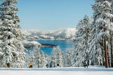 ski de montagne avec vue sur le lac