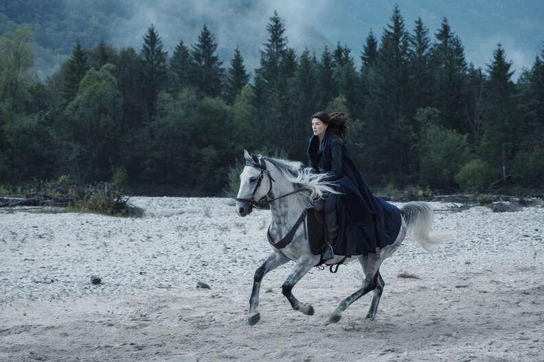 wheel of time, rosamund pike as moiraine damodred riding white horse