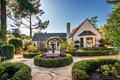 A fairytale cottage with private gardens