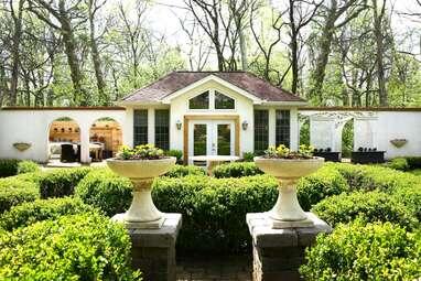 A quiet villa with an enchanted garden