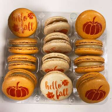 Pumpkin Spice Cheesecake French Macarons
