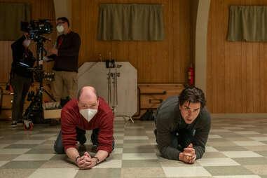 midnight mass, mike flanagan and hamish linklater kneeling
