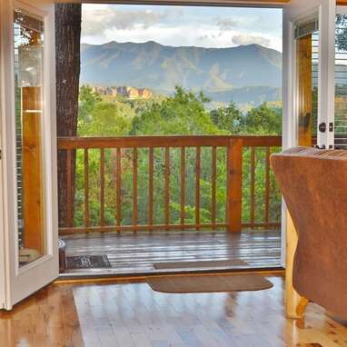 Log cabin with high-end amenities and views of the Smoky Mountains