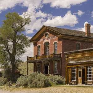 an old 1800s hotel in a ghost town in old gold mining settlement