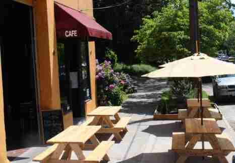 Outdoor seating at Bazi Bierbrasserie