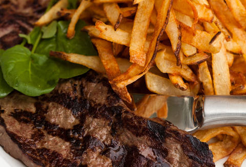 A plate of steak frites.