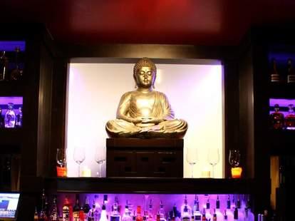 Tantra reverent statue