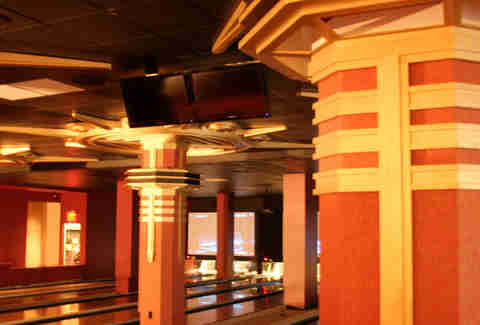 Fancy columns at Bowlmor