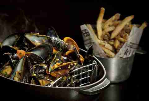 Mussels and fries at Deca