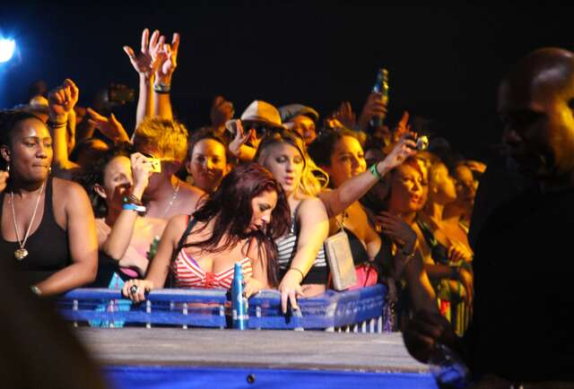 The Bahamas + Flo Rida = hot ladies in bikinis