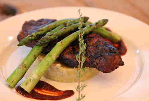 Steak and asparagus