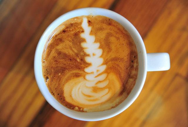 High-end coffee & food, no \'tude