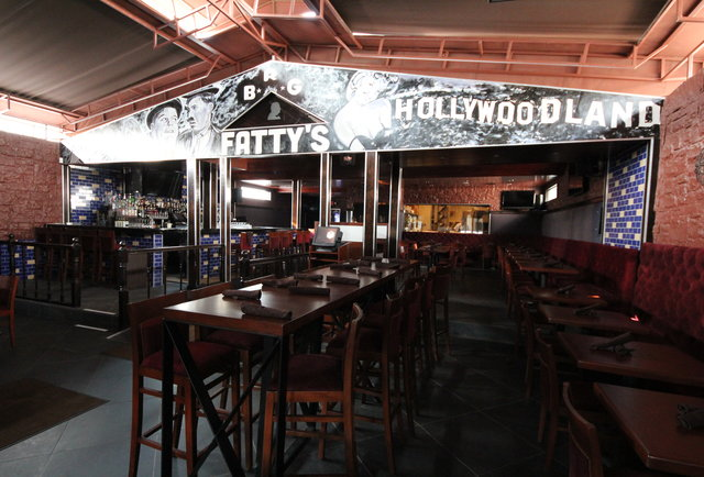 Old-Hollywood-influenced drinkin\'