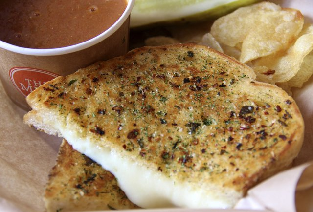 SF\'s grilled cheese chain, now in Hollywood