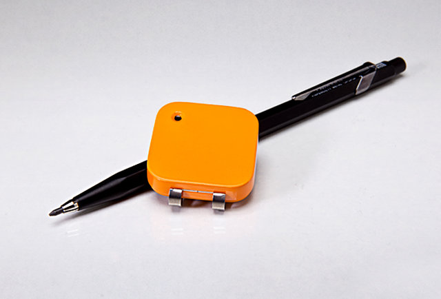 A wearable automatic micro-camera for liveblogging your life