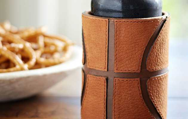 A koozie that pays homage to the hardcourt