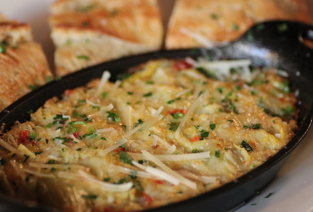 Cracker crust pizzas and homemade ravioli in Oakland