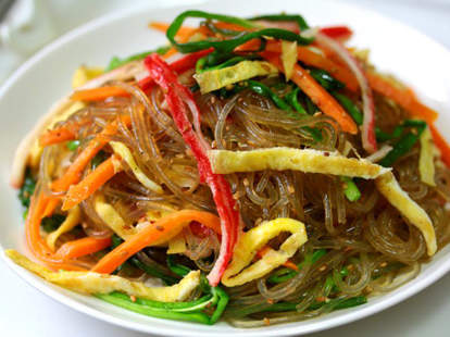 Potato vermicelli with stir-fried beef and veggies