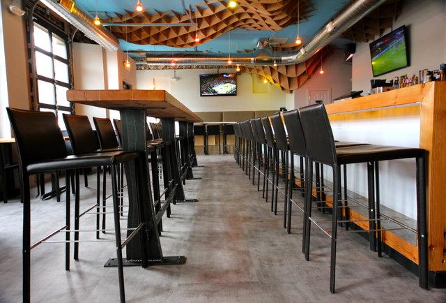 Neighborhood bar boozes up Tennyson