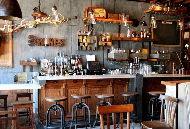 An editor\'s guide to drinking around town