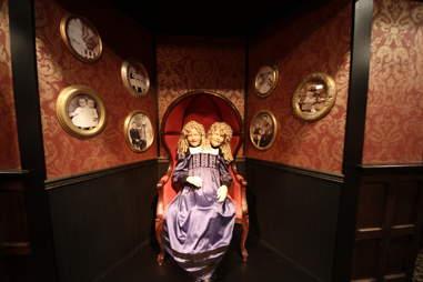 Jekyll & Hyde interior - two-headed girl