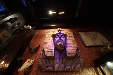 Jekyll & Hyde interior - Pharaoh