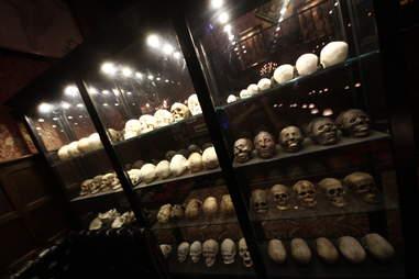 Jekyll & Hyde interior - heads