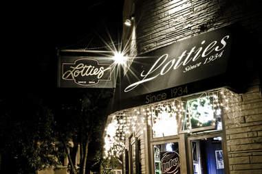 Exterior of Lottie's Pub In Chicago