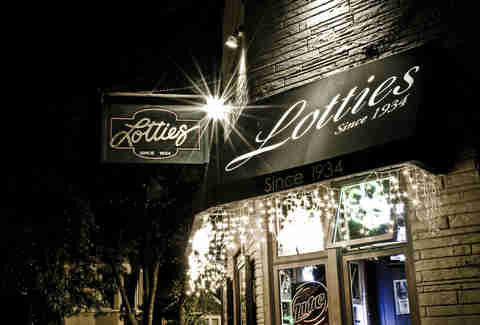 Exterior of Lottie's Pub In Chicago