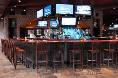 Cask 'n Flagon's Bar