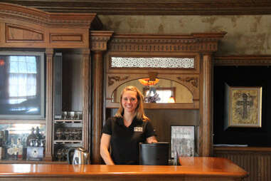 A server at Kentucky Ale's in house pub