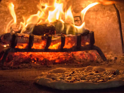 Pieous Neapolitan pizza oven flames
