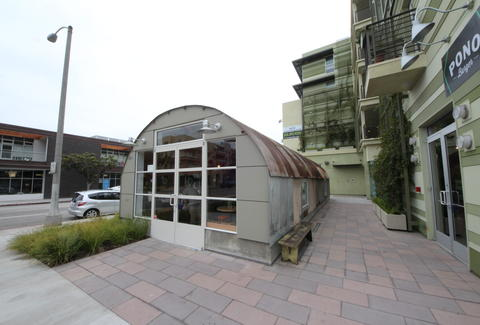 The exterior of Pono Burger, Santa Monica